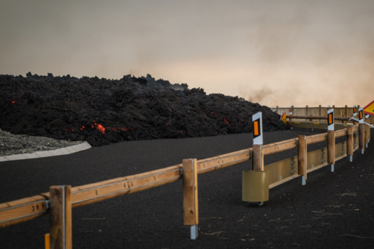 İspanya'da yanardağ alarmı: Binlerce kişi tahliye ediliyor