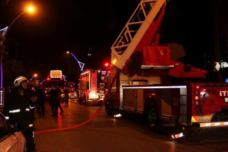 Kocaeli'de 7 katlı binada korkutan yangın