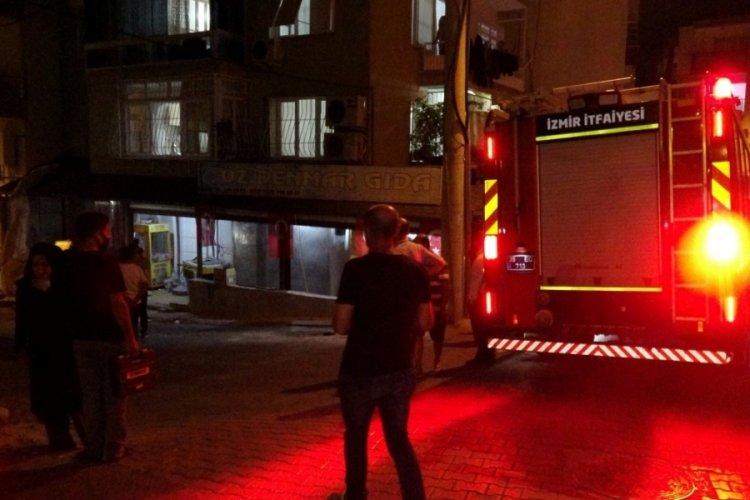 İzmir'de depoda yaşanan patlama ve yangında 4 kişi yaralandı