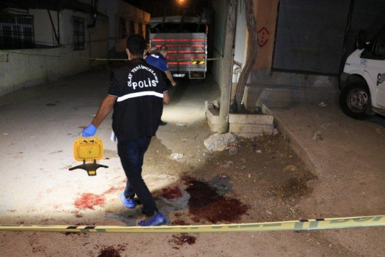 Adana'da husumetliler birbirlerini vurdu!