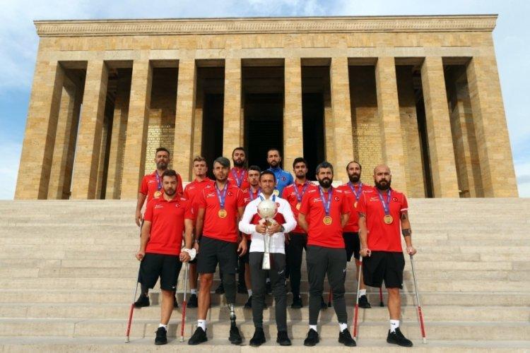Ampute Futbol Milli Takımı, Anıtkabir'i ziyaret etti