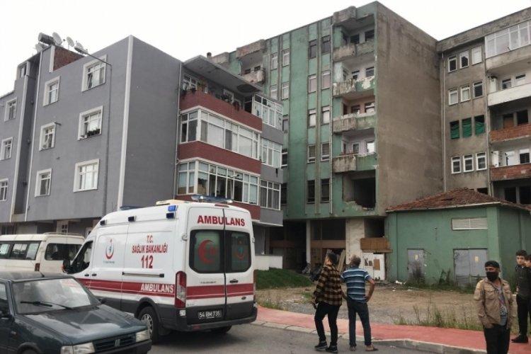 Sakarya'da 5 katlı binanın çatısından düşen kadın öldü
