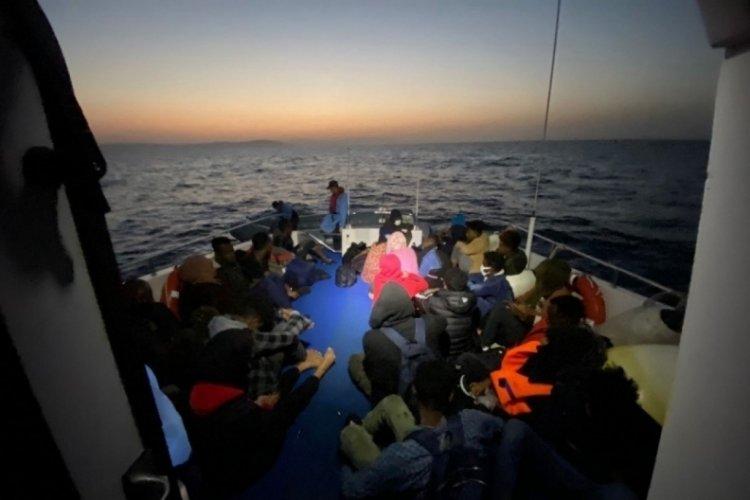 İzmir'de 75 kaçak göçmen kurtarıldı