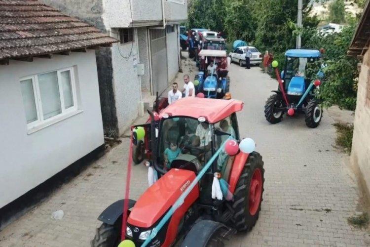 Bursa'da traktörlerden sünnet konvoyu yaptılar
