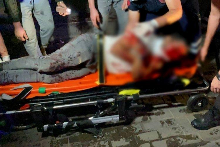 Bursa'da hafif ticari araç park halindeki otobüse çarptı: 1'i ağır 3 yaralı