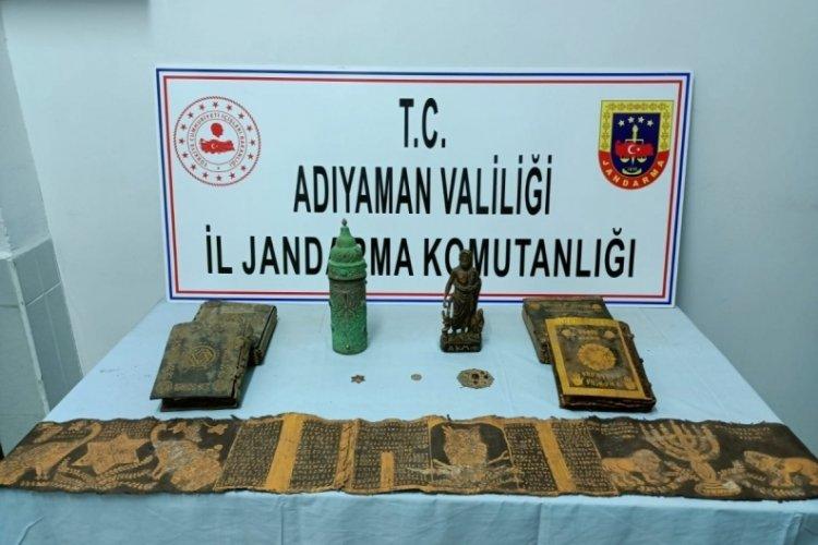 Adıyaman'da kitap ve heykel ele geçirildi! 1 kişiye gözaltı
