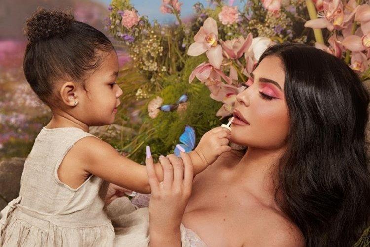 Kylie Jenner şimdi de bebek bakım sektörüne giriyor