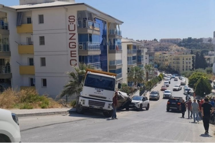 Freni patlayan kamyon, önüne ne kattıysa ezdi