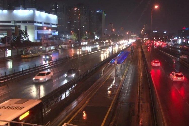 Metoroloji uyarmıştı! İstanbul'da sağanak yağış...