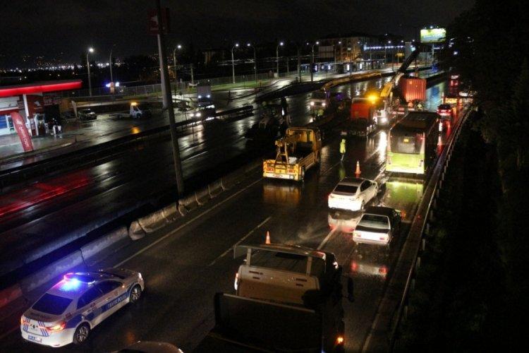 Kocaeli İzmit'te tırda sıkışan yaralı sürücüyü 1 saatte kurtardılar