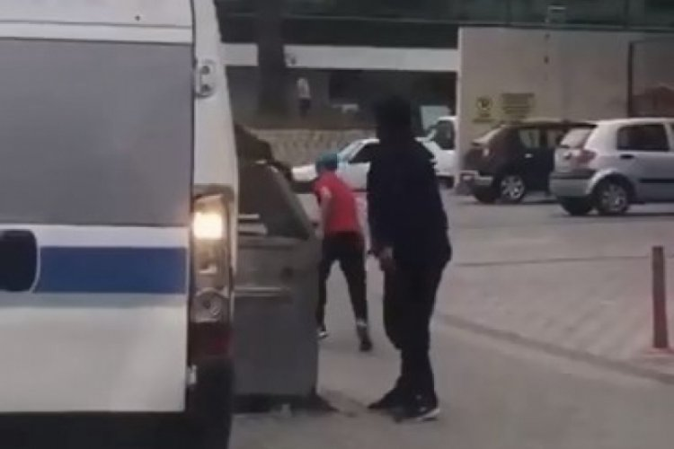 Bursa'da palayla yolcu minibüsüne saldırdı, o ânlar kameralara yansıdı