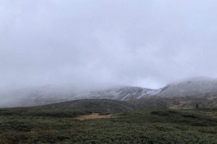 Bursa Uludağ'a kar yağdı