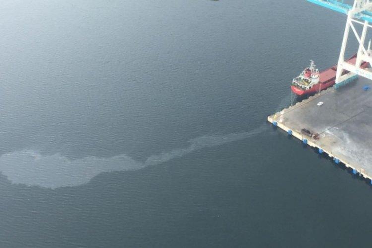 Kocaeli'de İzmit Körfezi'ni kirleten gemiye 1 milyon 197 bin lira ceza!