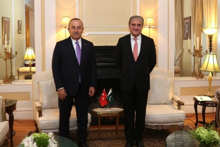Bakan Çavuşoğlu, Pakistan Dışişleri Bakanı Kureyşi ile görüştü