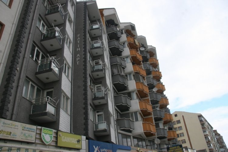 17 yaşındaki genç kız, apartmanın 7. katından düştü