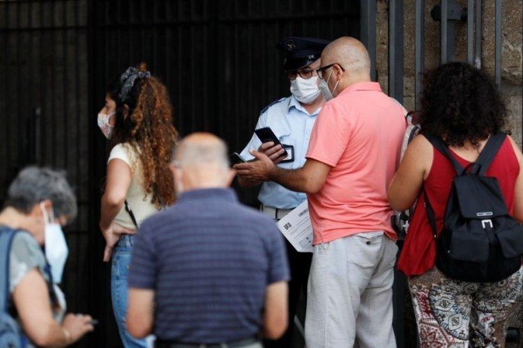 İtalya'da aşı olmayanların maaşı kesilebilecek