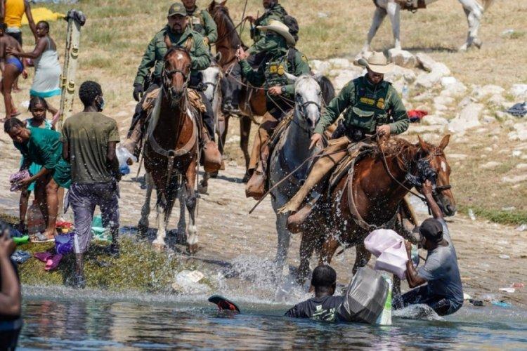 ABD Başkanı Biden'dan Meksika sınırında Haitili göçmenlere müdahale eden atlı ekiplere tepki