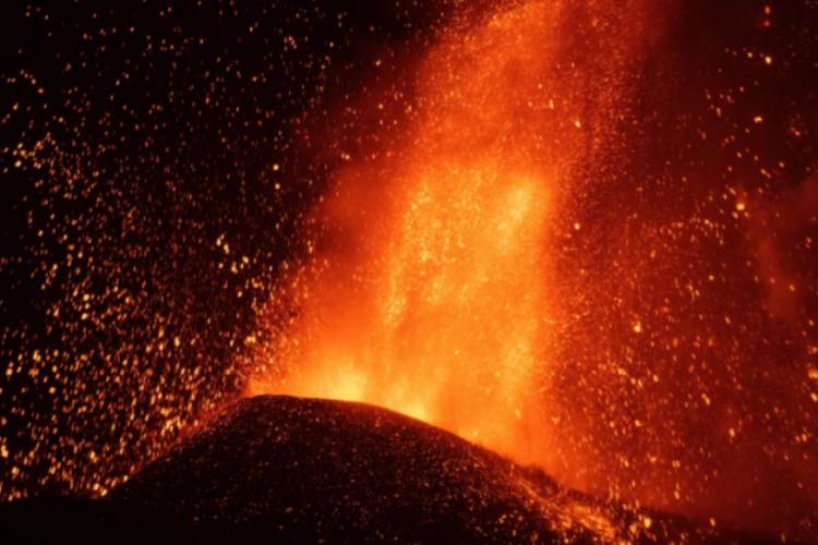 Kanarya Adaları'ndaki yanardağ patlamaları şiddetini artırdı