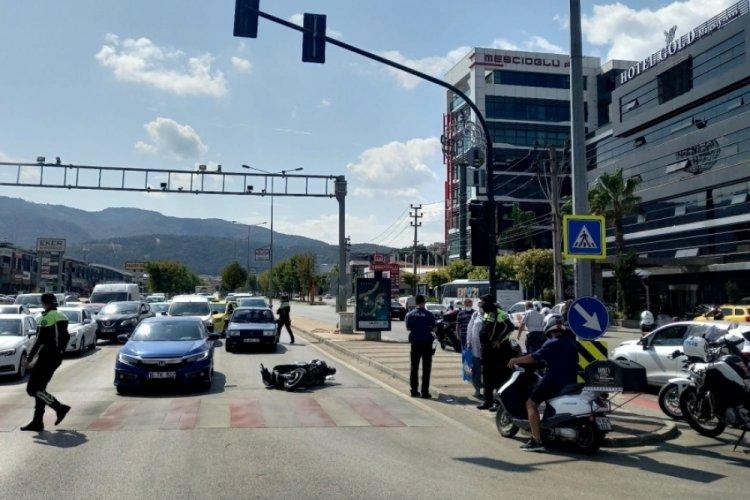 Bursa'da plakasız motosiklet sürücüsü kaçarken ortalığı birbirine kattı