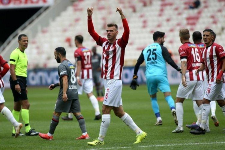 Sivasspor, Fatih Karagümrük'ü 4-0 mağlup etti