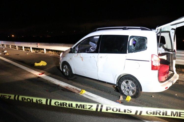 Bolu'da kamyonet sürücüsü, patlayan lastiği değiştiren sürücüye çarptı: 1 ölü, 1 ağır 2 yaralı!