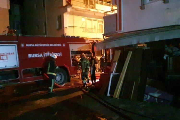 Bursa Gemlik'te bir apartmanda çıkan yangın söndürüldü