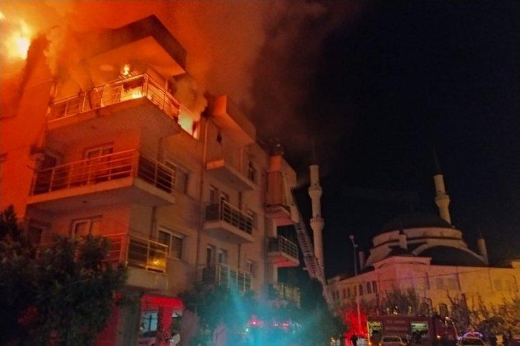 Aydın'da eşi ve çocuklarının da bulunduğu binayı ateşe verdi! Mahalleli sokağa döküldü