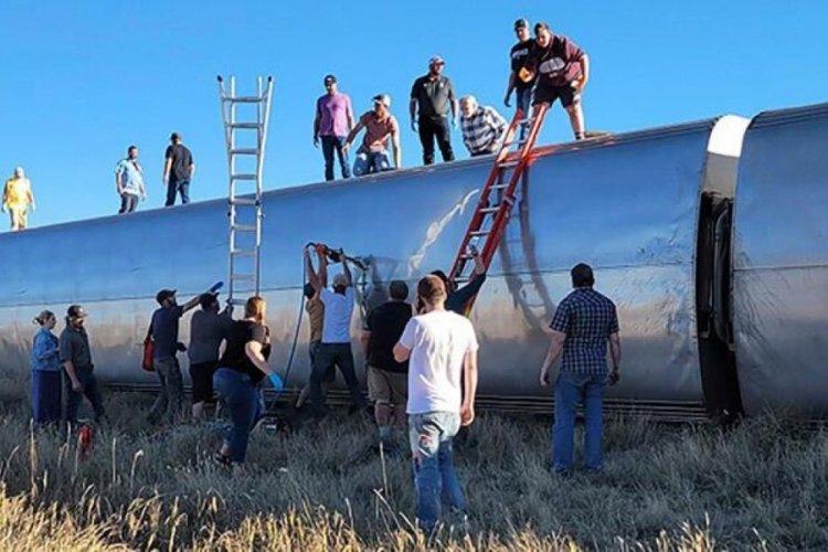 ABD'de yolcu treni raydan çıktı! En az 3 ölü