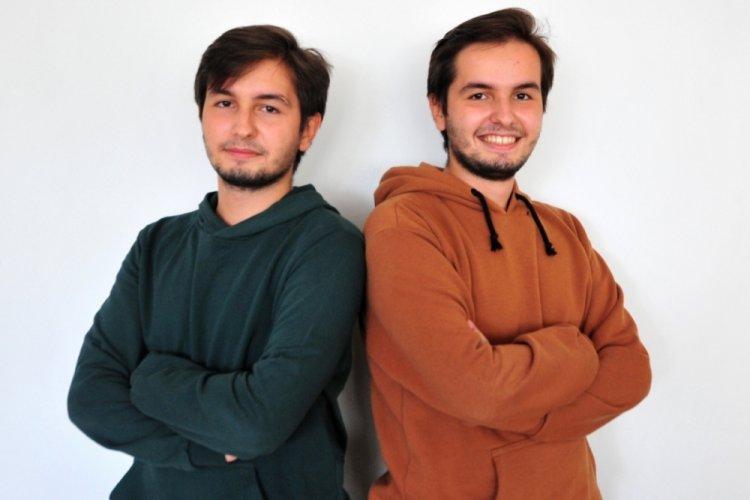 Bursa'da ikiz kardeşler, Uludağ Üniversitesi Tıp Fakültesi'ni ilk iki sırada kazandı!