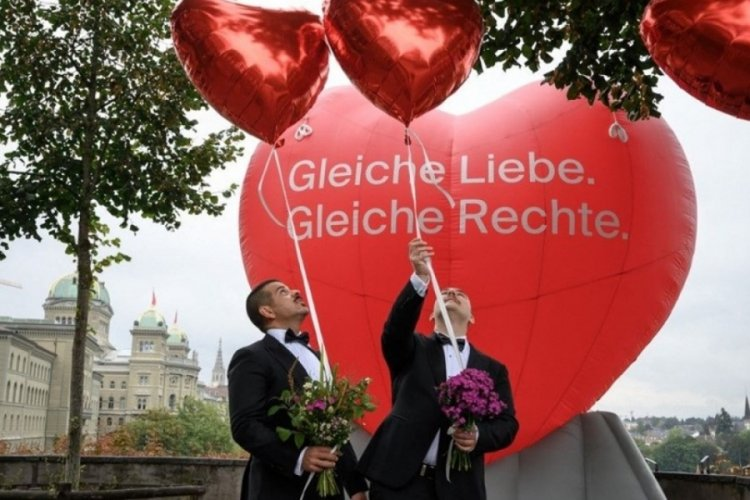 İsviçre'de eşcinsel evliliklere onay