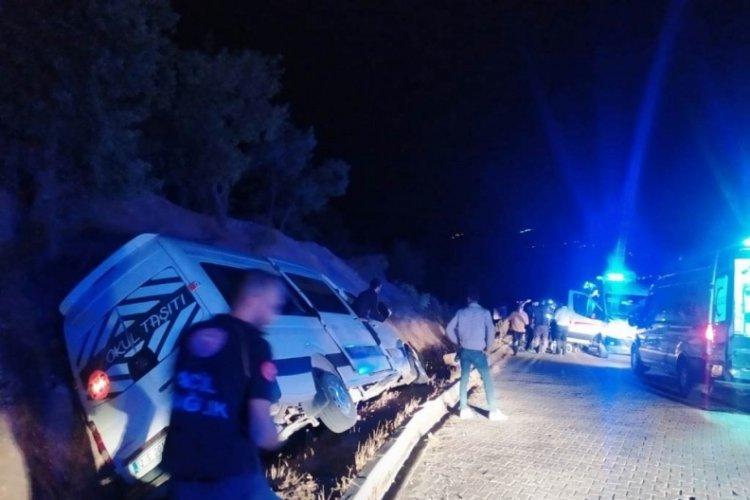 Üniversite öğrencilerini taşıyan minibüs devrildi: 10 yaralı