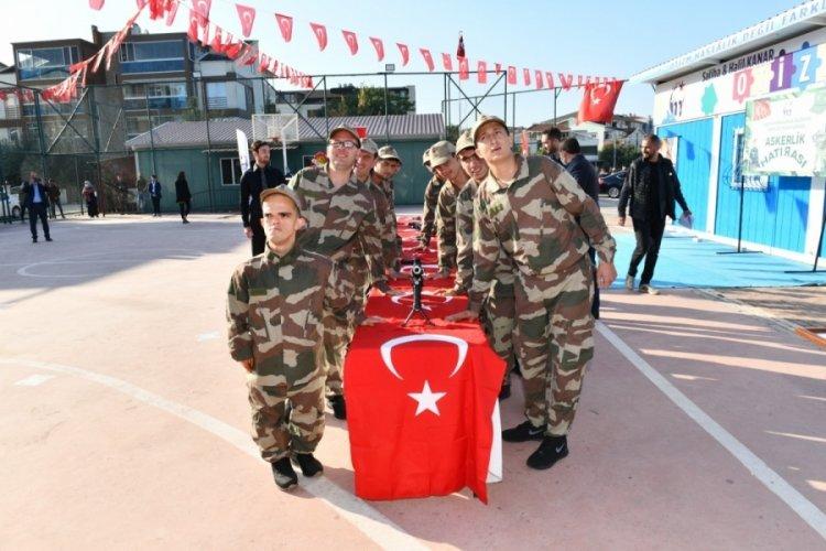 Bursa'da engelliler çakı gibi asker oldu!
