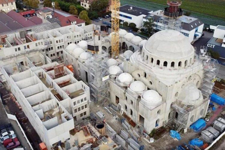 Fransa'da yapımı devam eden camiye tehdit mektubu gönderildi