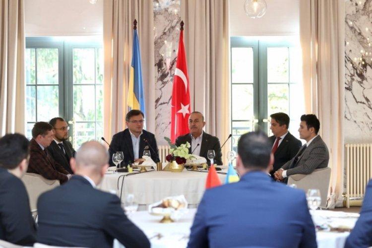 Dışişleri Bakanı Çavuşoğlu, Türk ve Ukraynalı iş insanlarıyla bir araya geldi