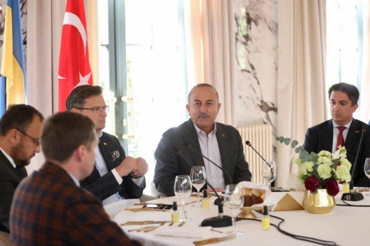 Bakan Çavuşoğlu, Ukrayna'da Türk ve Ukraynalı iş adamlarıyla bir araya geldi