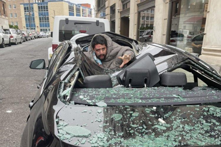 Mucize kurtuluş: 9. kattan lüks aracın üstüne düştü!