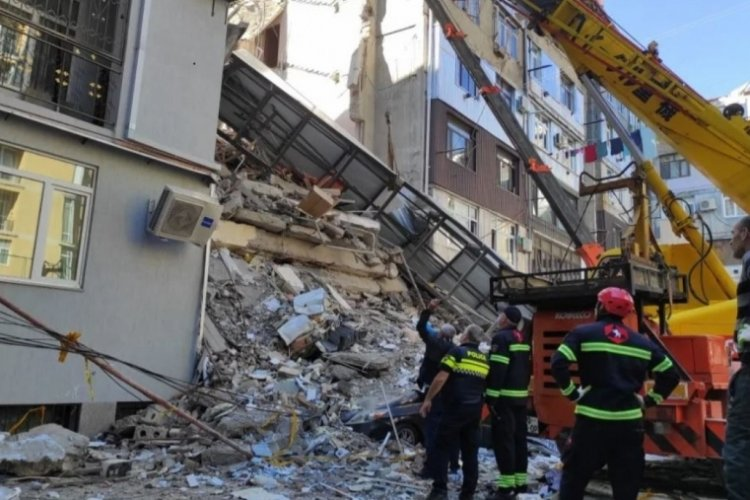Gürcistan'da çöken binadan saatler sonra 1 kişi kurtarıldı