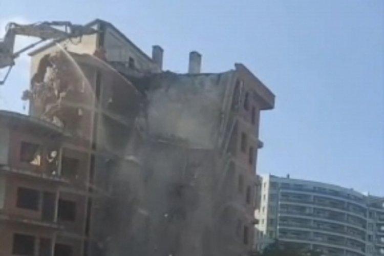 Bursa'da kepçe operatörünün yıkmak istediği bina kendisi yıkıldı