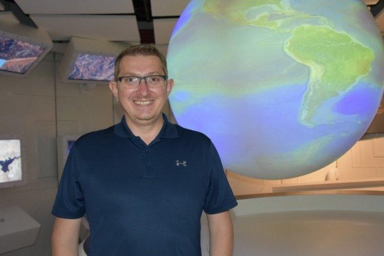 """NASA'da çalışan Türk bilim insanı Yıldız Bursa'da, Mars'taki """"yaşam izi"""" aramalarını anlattı"""