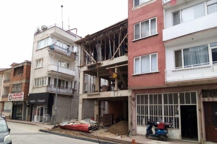 Bursa'da inşaatın 3'üncü katından düşen işçi, ağır yaralandı