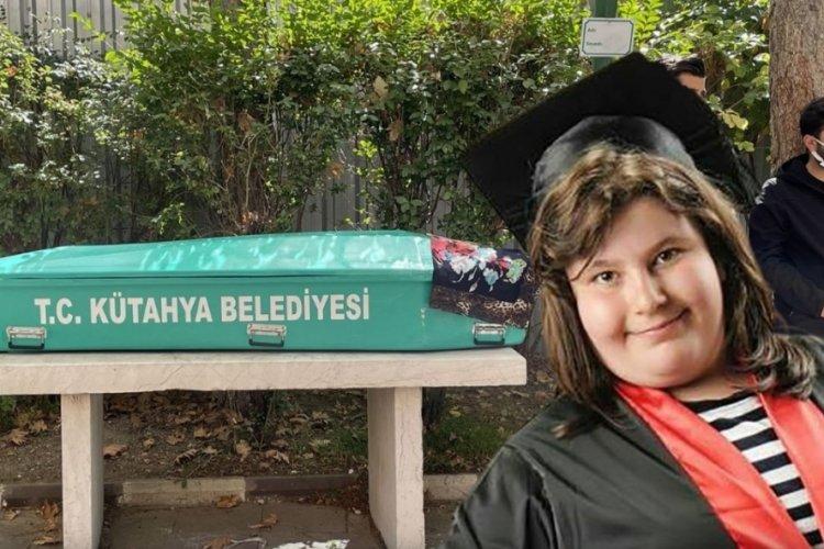17 yaşındaki lise öğrencisi Beyza Güleşir koronavirüsten yaşamını yitirdi