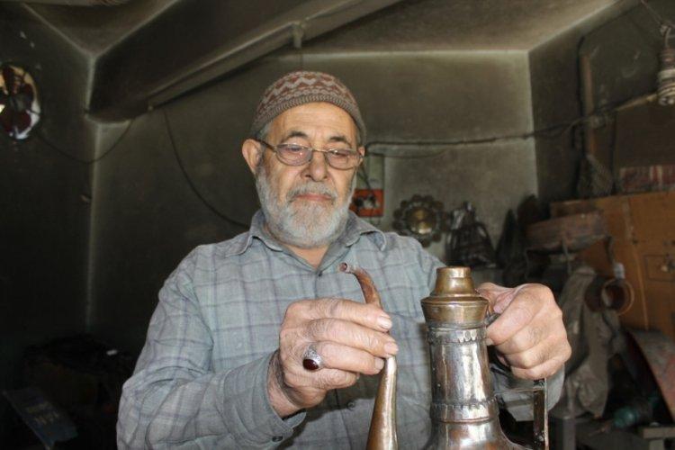 Bursa'da 81 yaşındaki usta hala işini şevkle yapıyor