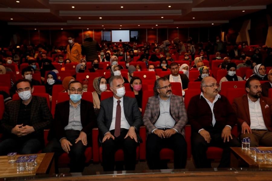 Bursa'da ''Huzurlu aile, mutlu gençlik'' semineri başladı