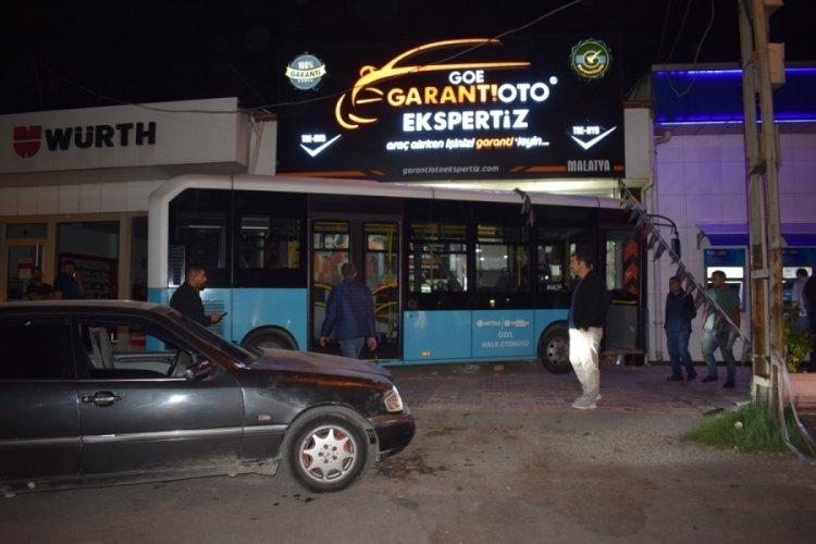 Malatya'da halk otobüsü sürücüsü direksiyon başında kalp krizi geçirdi