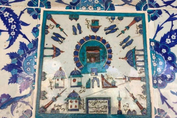 İstanbul'da Rüstem Paşa Camii'nde bulunan 400 yıllık Kabe tasvirli çini pano
