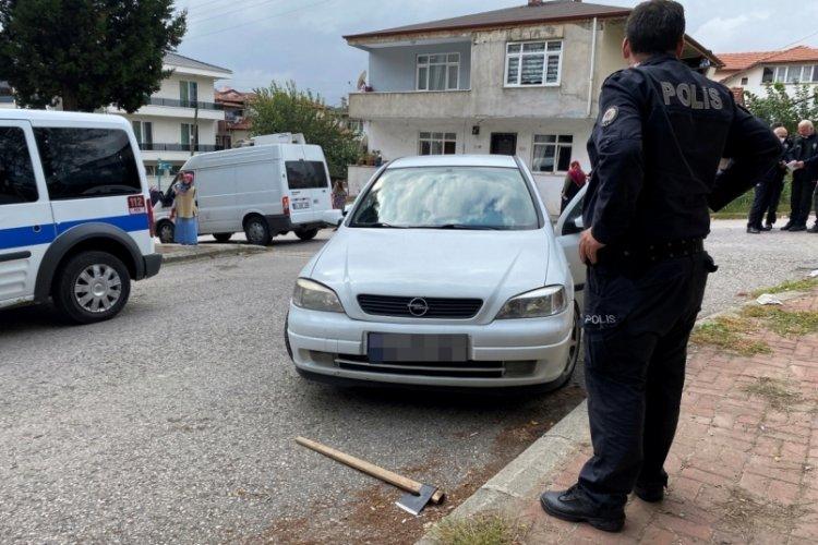 Trafikte tartıştıkları kişileri baltayla yaraladılar