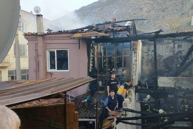 Feci yangında 3  ev küle döndü, bir kişi öldü