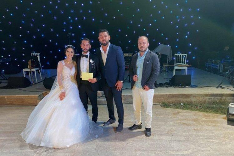 Evlenen çifte düğünde kripto para taktılar