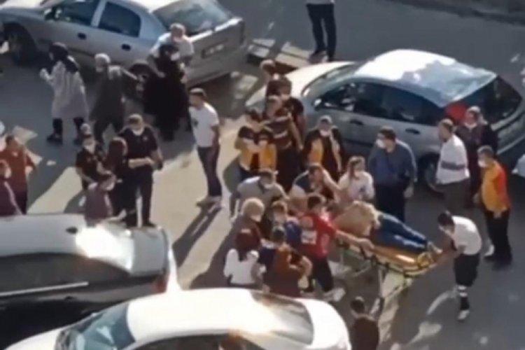 Park yeri tartışmasında 1'i çocuk 2 kişiye çarptı