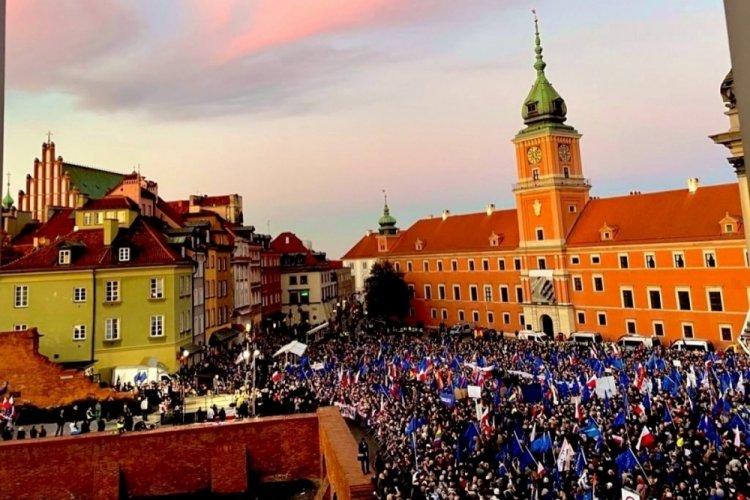 Polonya'da AB yanlısı gösteri düzenlendi